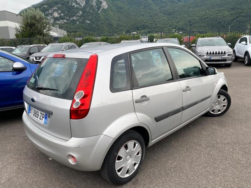 Photo 2 de l'offre de FORD FIESTA 1.4 16V 80CH SENSO 5P à 5490€ chez Help car