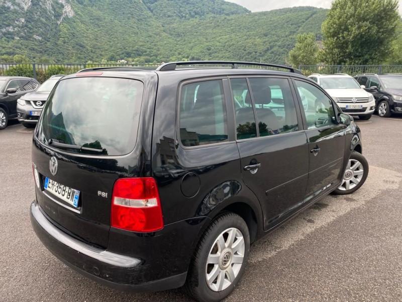 Photo 2 de l'offre de VOLKSWAGEN TOURAN 1.6 FSI 115CH CARAT 7 PLACES à 7490€ chez Help car