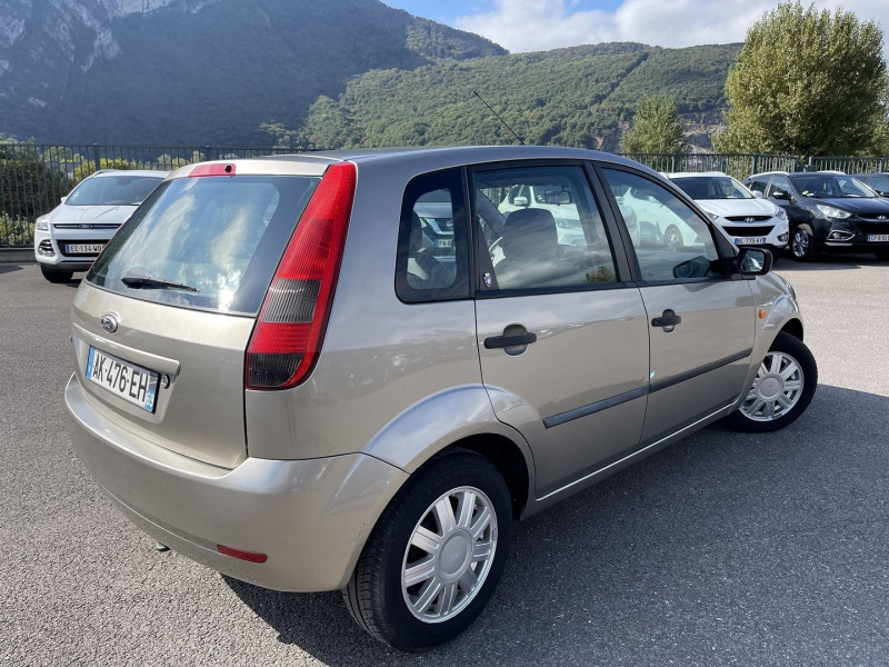 Photo 2 de l'offre de FORD FIESTA 1.4 16V 80CH GHIA 5P à 5990€ chez Help car