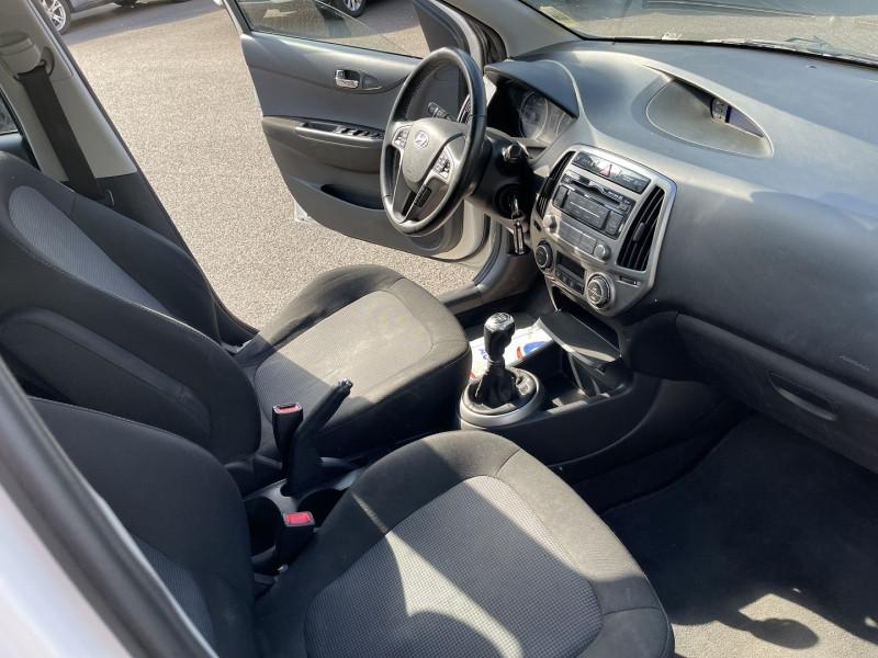Photo 3 de l'offre de HYUNDAI I20 1.4 CRDI90 PACK SENSATION à 7990€ chez Help car