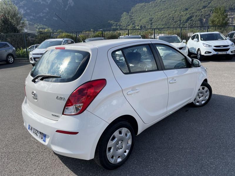 Photo 2 de l'offre de HYUNDAI I20 1.4 CRDI90 PACK SENSATION à 7990€ chez Help car