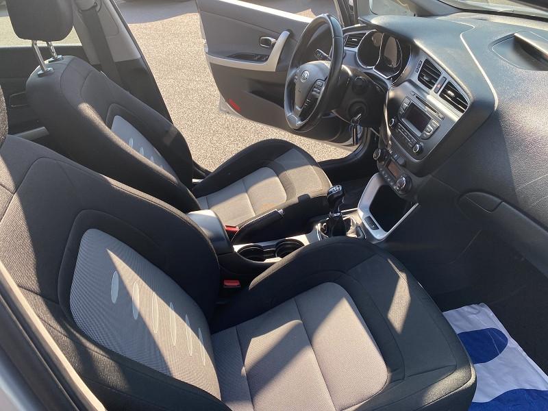 Photo 3 de l'offre de KIA CEE'D SW 1.6 CRDI 128CH ACTIVE à 11490€ chez Help car