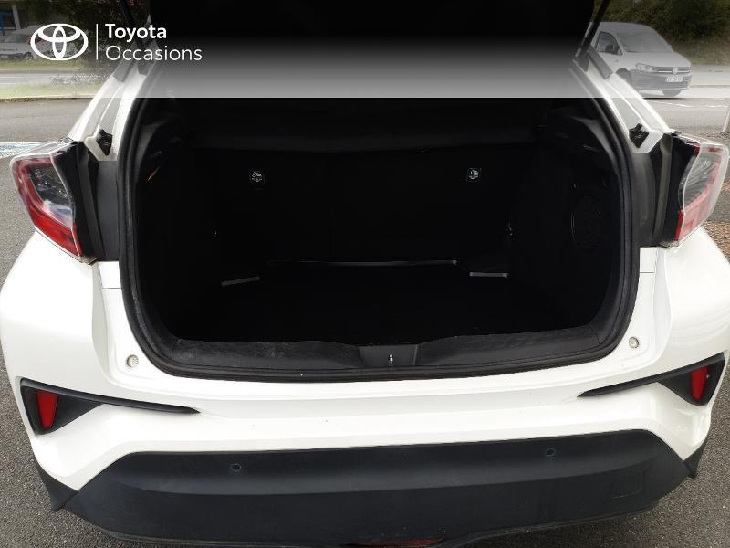 Photo 15 de l'offre de TOYOTA C-HR 122h Distinctive 2WD E-CVT à 18990€ chez Rizzon Auto - Toyota Lannion
