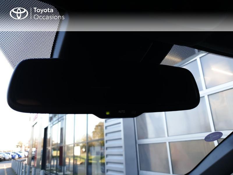 Photo 19 de l'offre de TOYOTA C-HR 122h Edition 2WD E-CVT RC18 à 22980€ chez Rizzon Auto - Toyota Guingamp