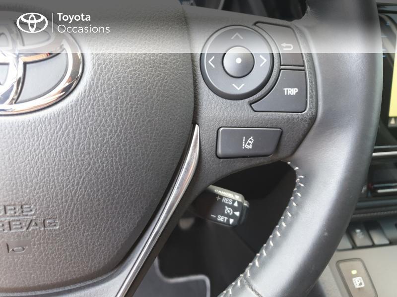 Photo 10 de l'offre de TOYOTA Auris HSD 136h Collection RC18 à 18900€ chez Rizzon Auto - Toyota Guingamp