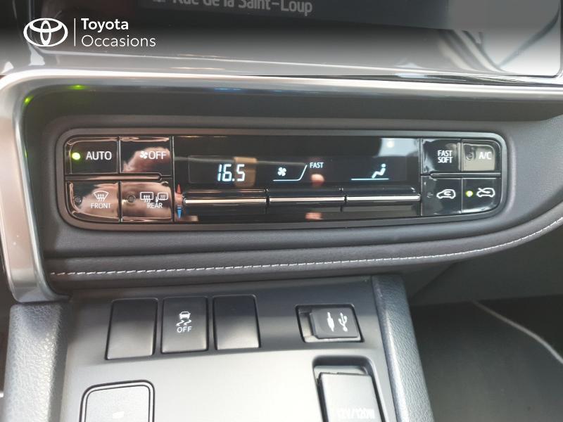 Photo 11 de l'offre de TOYOTA Auris HSD 136h Collection RC18 à 18900€ chez Rizzon Auto - Toyota Guingamp