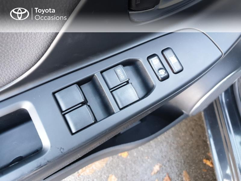 Photo 12 de l'offre de TOYOTA Yaris 100h Chic 5p à 14990€ chez Rizzon Auto - Toyota Guingamp