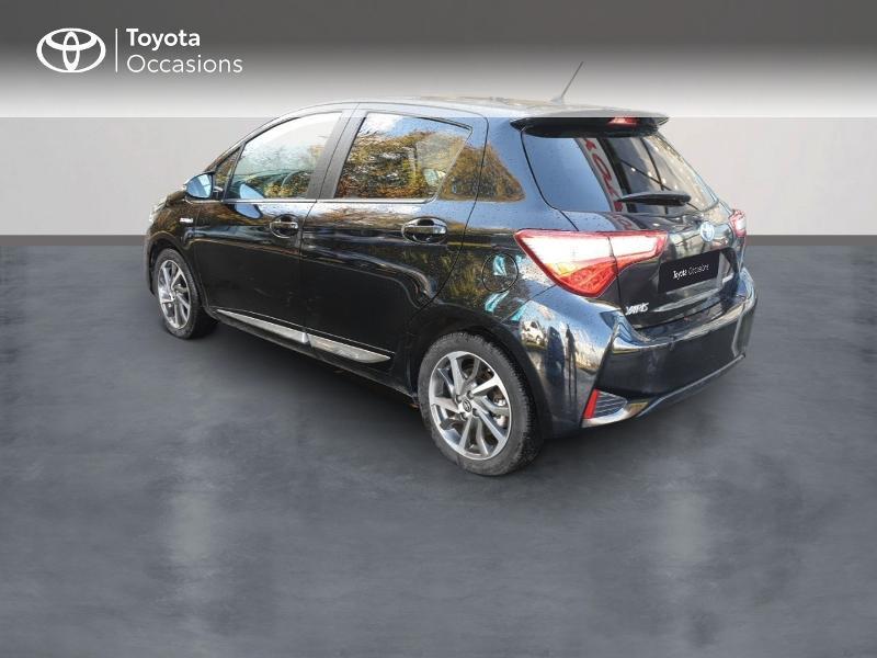 Photo 2 de l'offre de TOYOTA Yaris 100h Chic 5p à 14990€ chez Rizzon Auto - Toyota Guingamp