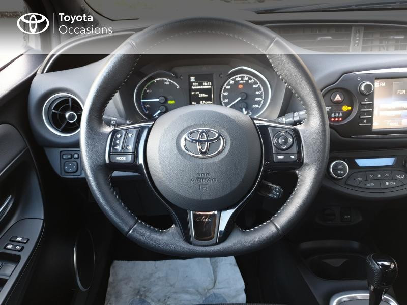 Photo 6 de l'offre de TOYOTA Yaris 100h Chic 5p à 14990€ chez Rizzon Auto - Toyota Guingamp