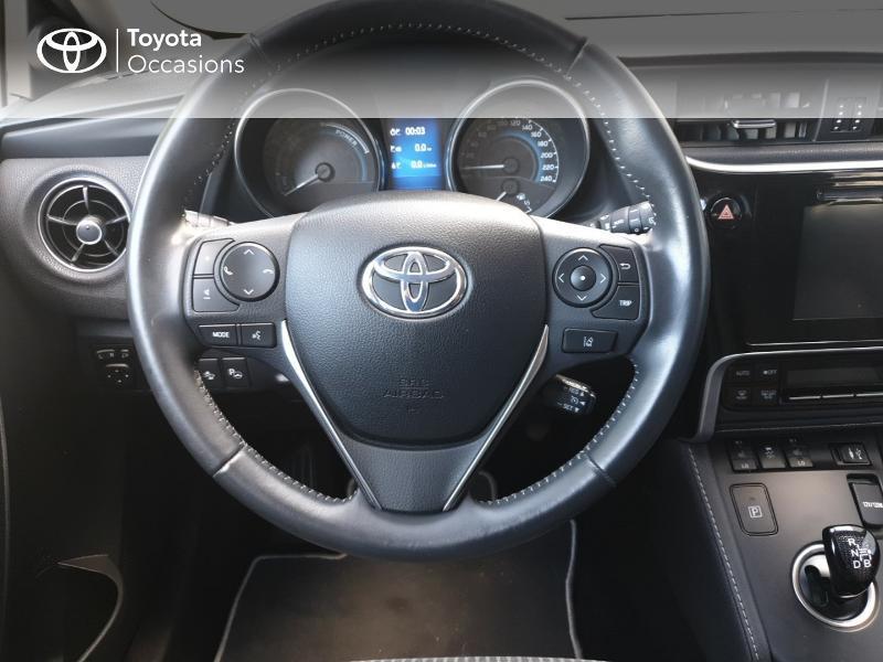 Photo 6 de l'offre de TOYOTA Auris HSD 136h Lounge à 18900€ chez Rizzon Auto - Toyota Guingamp