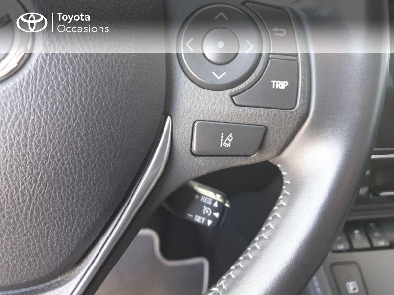 Photo 8 de l'offre de TOYOTA Auris HSD 136h Lounge à 18900€ chez Rizzon Auto - Toyota Guingamp