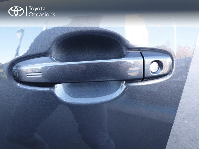 Photo 20 de l'offre de TOYOTA C-HR 122h Edition 2WD E-CVT RC18 à 21490€ chez Rizzon Auto - Toyota Guingamp