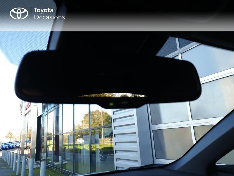 Photo 19 de l'offre de TOYOTA C-HR 122h Edition 2WD E-CVT RC18 à 21490€ chez Rizzon Auto - Toyota Guingamp