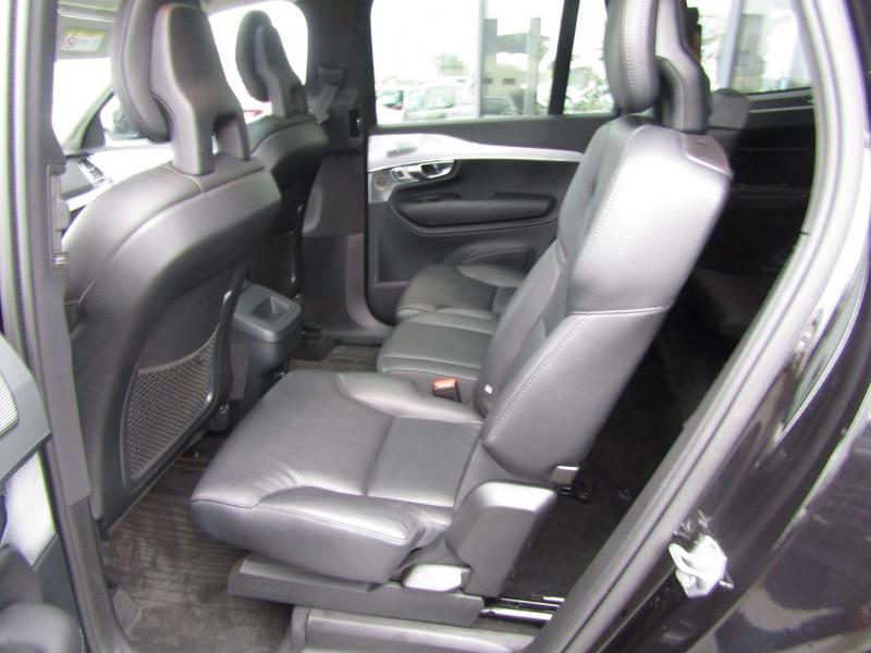 Photo 6 de l'offre de VOLVO XC90 D5 AWD 235CH MOMENTUM GEARTRONIC 7 PLACES à 35990€ chez Carre automobiles