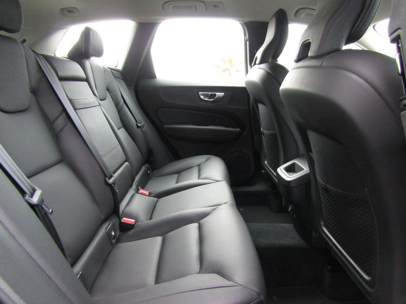 Photo 6 de l'offre de VOLVO XC60 D4 190CH MOMENTUM BUSINESS GEARTRONIC à 31990€ chez Carre automobiles