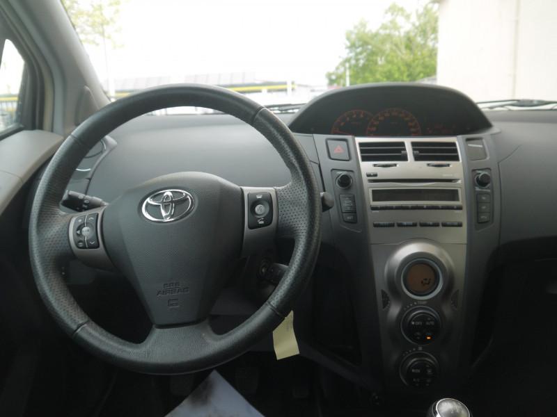 Photo 3 de l'offre de TOYOTA YARIS 90 D-4D CONFORT PACK 5P à 7990€ chez Le Fourchêne Automobiles