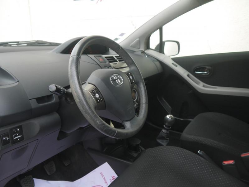 Photo 2 de l'offre de TOYOTA YARIS 90 D-4D CONFORT PACK 5P à 7990€ chez Le Fourchêne Automobiles
