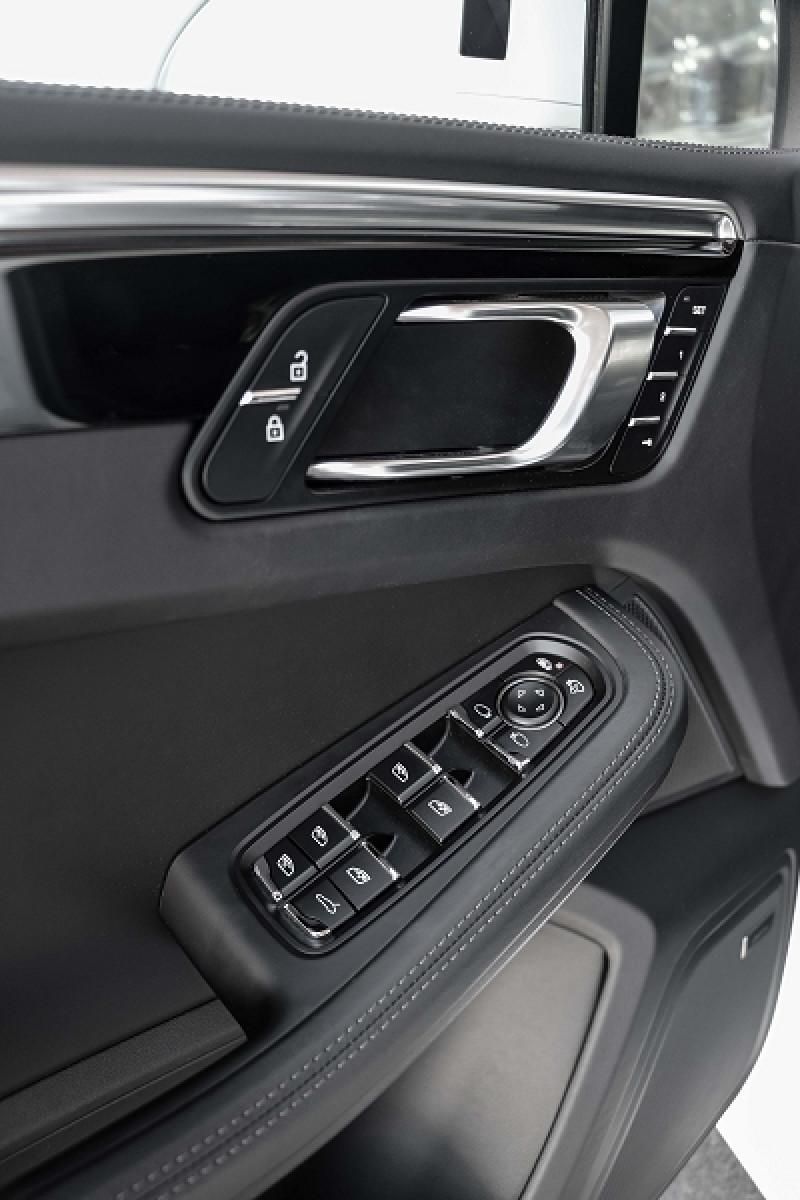 Photo 18 de l'offre de PORSCHE MACAN 2.9 V6 440CH TURBO PDK EURO6D-T EVAP ISC à 108000€ chez Stars Monte Carlo