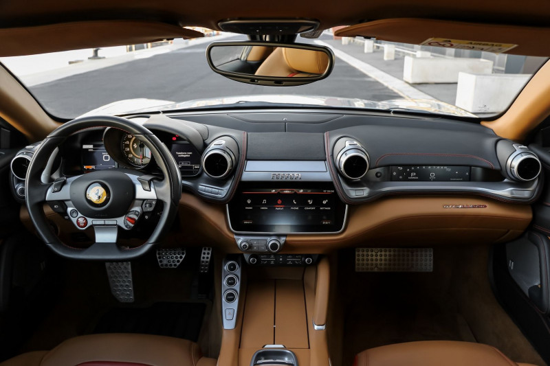 Photo 10 de l'offre de FERRARI GTC4LUSSO V12 6.3 690CH à 199590€ chez Stars Monte Carlo
