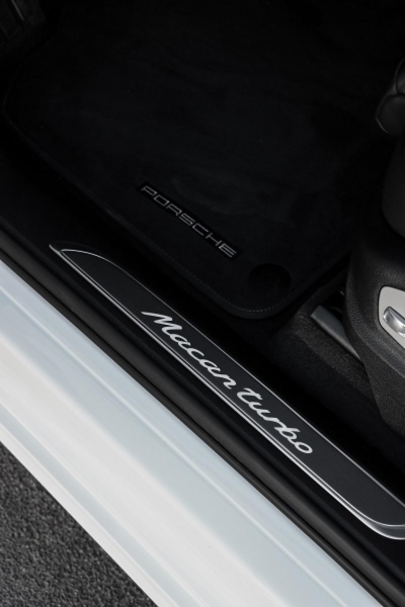 Photo 21 de l'offre de PORSCHE MACAN 2.9 V6 440CH TURBO PDK EURO6D-T EVAP ISC à 108000€ chez Stars Monte Carlo