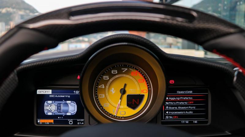 Photo 15 de l'offre de FERRARI 488 SPIDER V8 3.9 T 720  PISTA à 570000€ chez Stars Monte Carlo