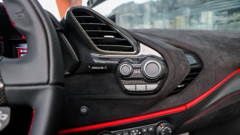 Photo 18 de l'offre de FERRARI 488 SPIDER V8 3.9 T 720  PISTA à 570000€ chez Stars Monte Carlo