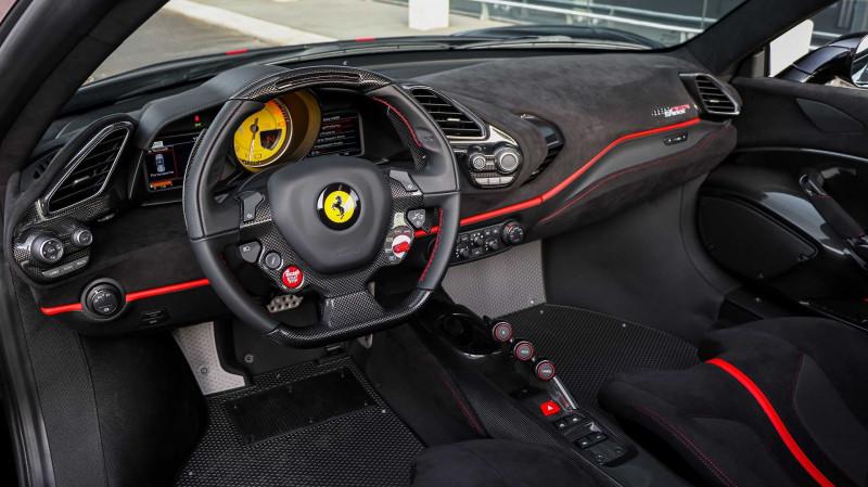 Photo 12 de l'offre de FERRARI 488 SPIDER V8 3.9 T 720  PISTA à 570000€ chez Stars Monte Carlo