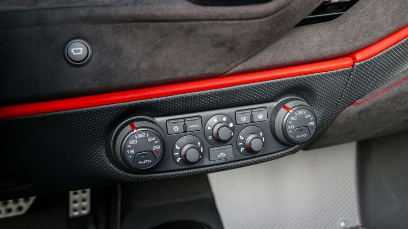 Photo 17 de l'offre de FERRARI 488 SPIDER V8 3.9 T 720  PISTA à 570000€ chez Stars Monte Carlo