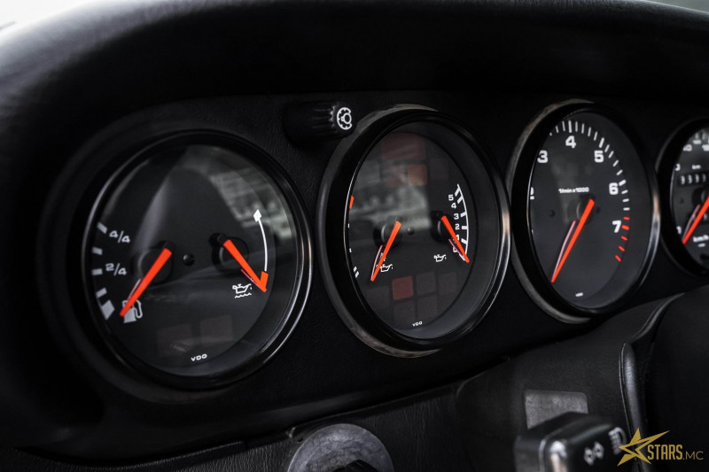 Photo 13 de l'offre de PORSCHE 911 CABRIOLET (993) 272CH CARRERA 4 BV6 à 69993€ chez Stars Monte Carlo