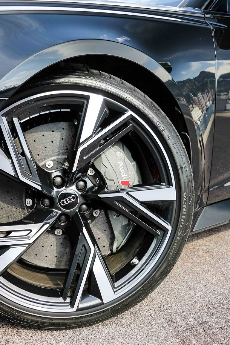 Photo 9 de l'offre de AUDI RS6 AVANT 4.0 V8 TFSI 600CH QUATTRO TIPTRONIC à 139000€ chez Stars Monte Carlo