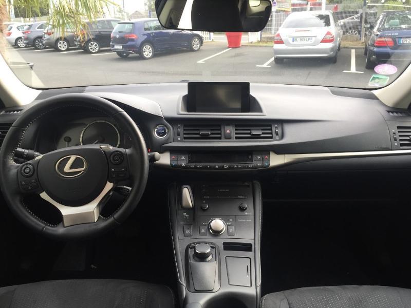 Photo 9 de l'offre de LEXUS CT 200h Pack Euro6d-T à 21900€ chez Snda Autolucéenne