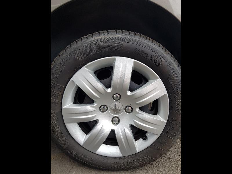 Photo 15 de l'offre de PEUGEOT Partner Tepee 1.6 BlueHDi 100ch Outdoor S&S à 14990€ chez Lebedel Automobiles