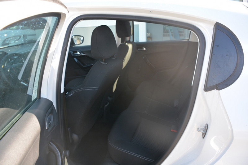 Photo 8 de l'offre de PEUGEOT 208 1.2 PURETECH 68CH ACTIVE 5P à 9190€ chez Sevestre Automobiles