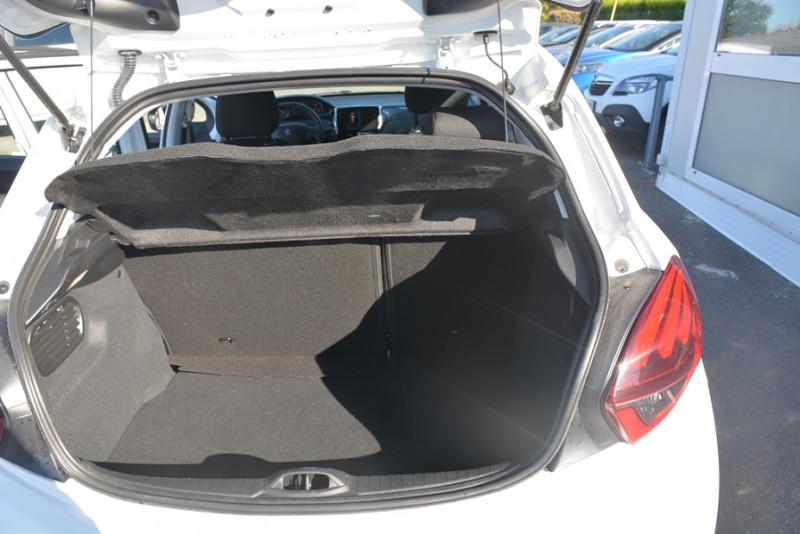 Photo 9 de l'offre de PEUGEOT 208 1.2 PURETECH 68CH ACTIVE 5P à 9190€ chez Sevestre Automobiles