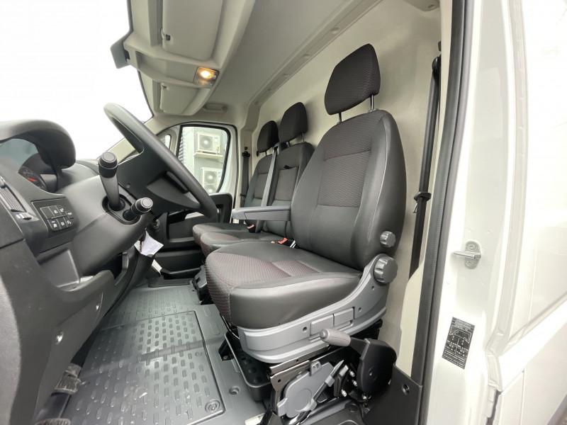 Photo 14 de l'offre de PEUGEOT BOXER FOURGON TOLE 330 L1H1 BLUEHDI 140 S&S PREMIUM à 26376€ chez NG AUTO