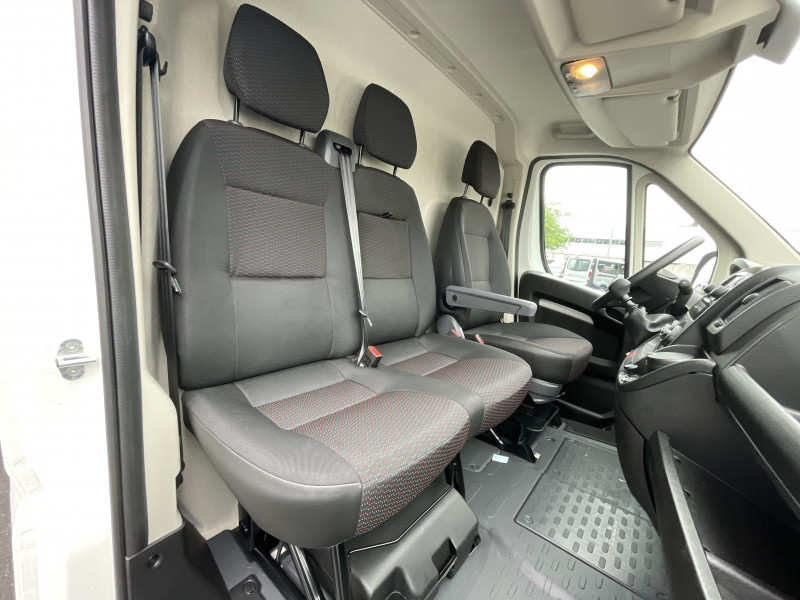 Photo 13 de l'offre de PEUGEOT BOXER FOURGON TOLE 330 L1H1 BLUEHDI 140 S&S PREMIUM à 26376€ chez NG AUTO