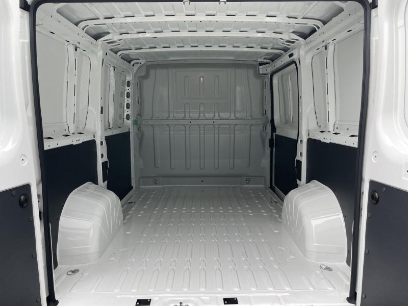 Photo 9 de l'offre de PEUGEOT BOXER FOURGON TOLE 330 L1H1 BLUEHDI 140 S&S PREMIUM à 26376€ chez NG AUTO