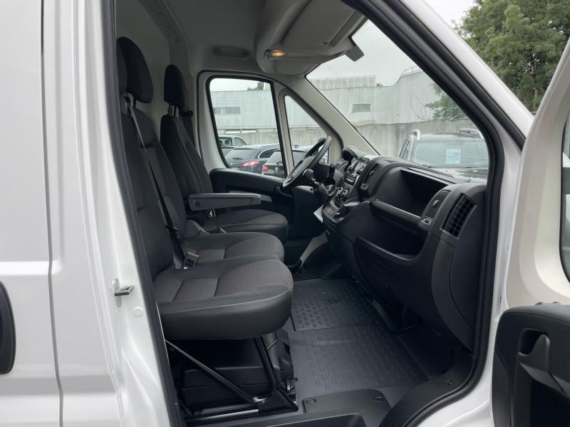 Photo 11 de l'offre de PEUGEOT BOXER FOURGON TOLE 330 L1H1 BLUEHDI 140 S&S PREMIUM à 26376€ chez NG AUTO