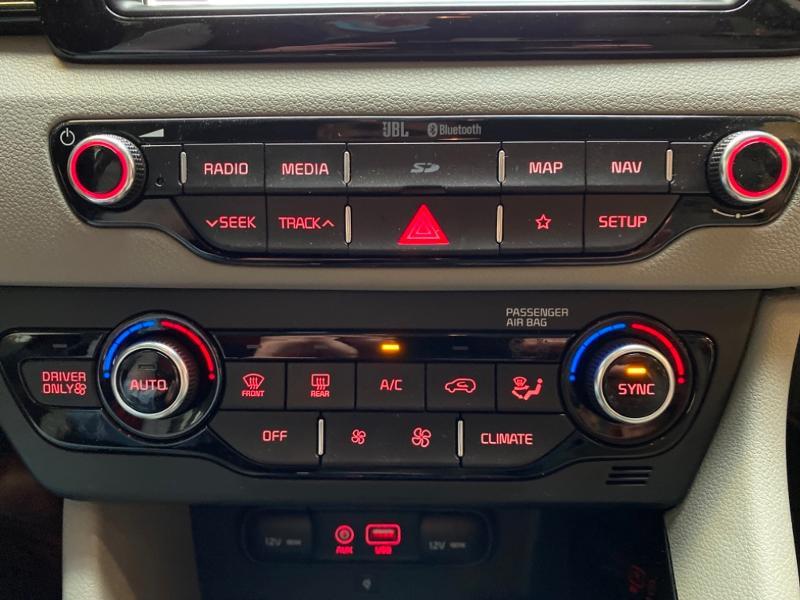 Photo 12 de l'offre de KIA Niro 1.6 GDi 105ch ISG + Plug-In 60.5ch Premium DCT6 Euro6d-T à 26490€ chez Littoral Vendée Automobiles Challans