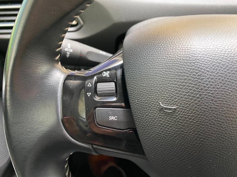 Photo 10 de l'offre de PEUGEOT 308 SW 1.6 BlueHDi 120ch Allure S&S EAT6 à 15490€ chez Littoral Vendée Automobiles Challans
