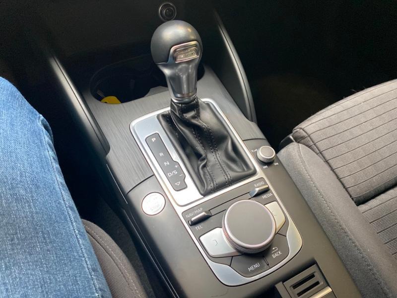Photo 12 de l'offre de AUDI A3 Sportback 1.4 TFSI 204ch e-tron Design luxe S tronic 6 à 24990€ chez Littoral Vendée Automobiles Challans