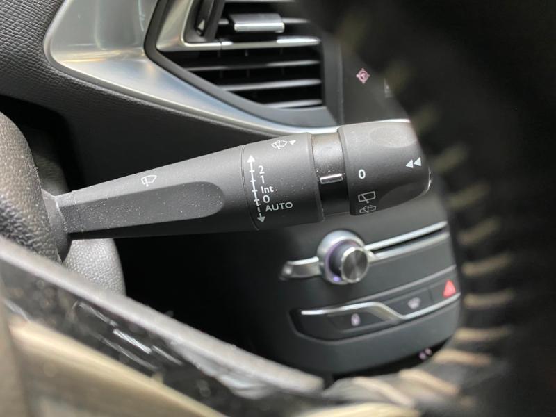 Photo 12 de l'offre de PEUGEOT 308 SW 1.6 BlueHDi 120ch Allure S&S EAT6 à 15490€ chez Littoral Vendée Automobiles Challans