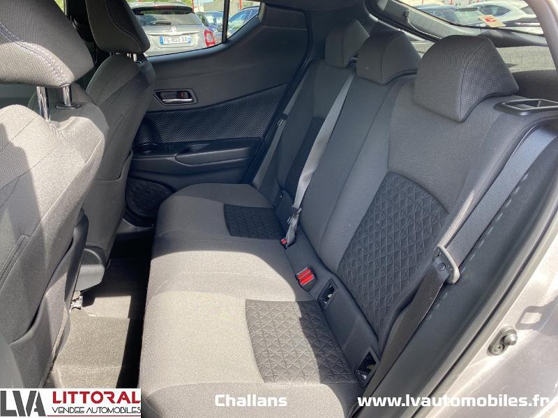 Photo 12 de l'offre de TOYOTA C-HR 122h Edition 2WD E-CVT MC19 à 24990€ chez Littoral Vendée Automobiles Challans
