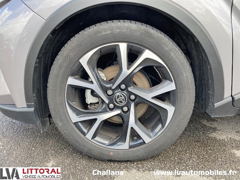 Photo 14 de l'offre de TOYOTA C-HR 122h Edition 2WD E-CVT MC19 à 24990€ chez Littoral Vendée Automobiles Challans
