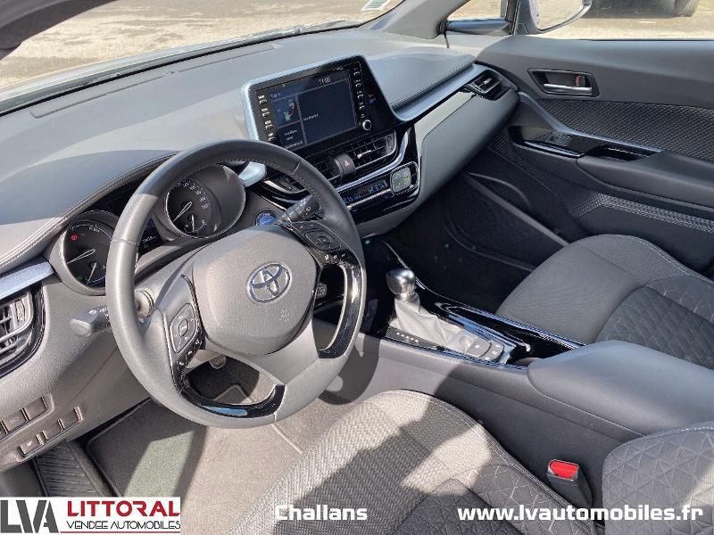 Photo 4 de l'offre de TOYOTA C-HR 122h Edition 2WD E-CVT MC19 à 24990€ chez Littoral Vendée Automobiles Challans