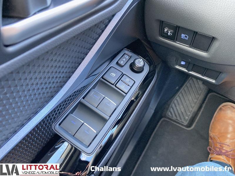 Photo 15 de l'offre de TOYOTA C-HR 122h Edition 2WD E-CVT MC19 à 24990€ chez Littoral Vendée Automobiles Challans