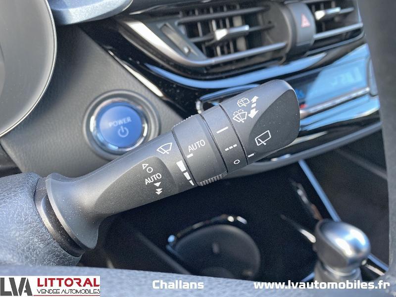Photo 19 de l'offre de TOYOTA C-HR 122h Edition 2WD E-CVT MC19 à 24990€ chez Littoral Vendée Automobiles Challans