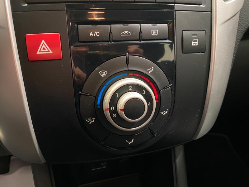 Photo 5 de l'offre de KIA Venga 1.4 CRDi 90ch FAP Style à 6990€ chez Littoral Vendée Automobiles Mouilleron Le Captif