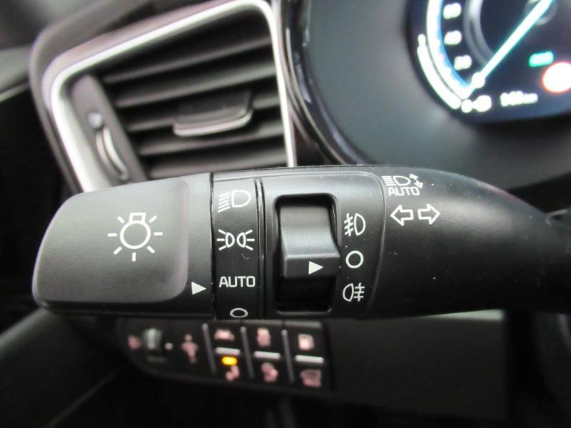 Photo 19 de l'offre de KIA XCeed 1.6 GDi 105ch + Plug-In 60.5ch Premium DCT6 à 34490€ chez Littoral Vendée Automobiles Le Château D'Olonne
