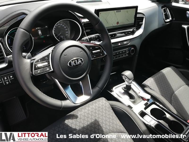 Photo 4 de l'offre de KIA Ceed SW 1.6 GDi 105ch + Plug-In 60.5ch Active DCT6 à 31990€ chez Littoral Vendée Automobiles Le Château D'Olonne